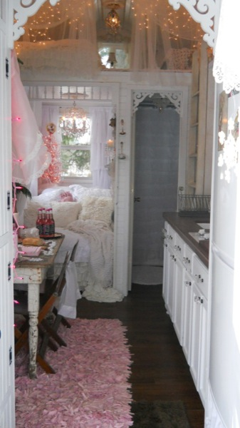 pink christmas tiny house 3   Im Dreaming of a Pink Christmas in a Tiny House