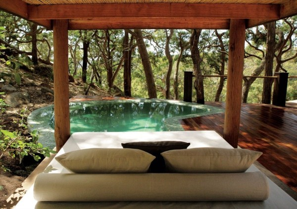 poolside-tiny-cabin-in-australia-resort-003