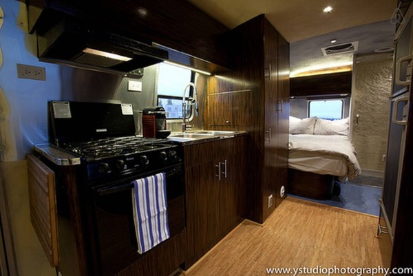 renovated-eco-airstream-vacation-002