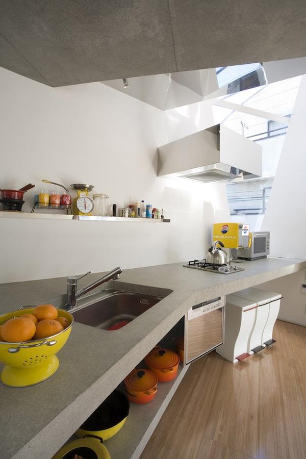 Modern minimalist small house in tokyo for Japanese minimalist house interior