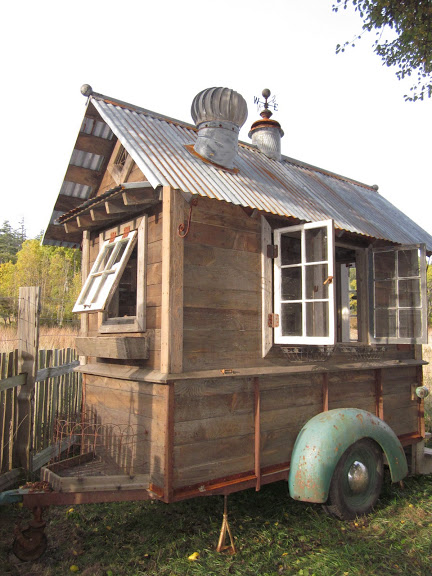 rustic vintage tiny house on wheels 01   Rustic Tiny House on Wheels
