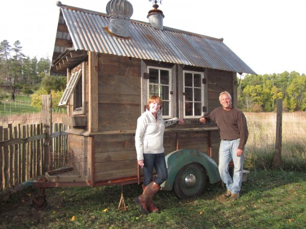 rustic vintage tiny house on wheels 03 600x450   Rustic Tiny House on Wheels