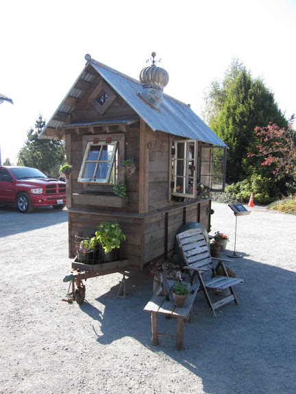 rustic vintage tiny house on wheels 04   Rustic Tiny House on Wheels