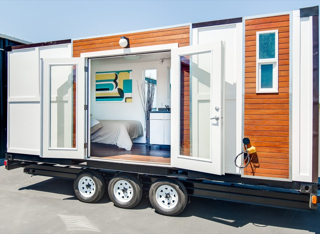 Man onverts Shipping ontainer into iny Home on Wheels - ^