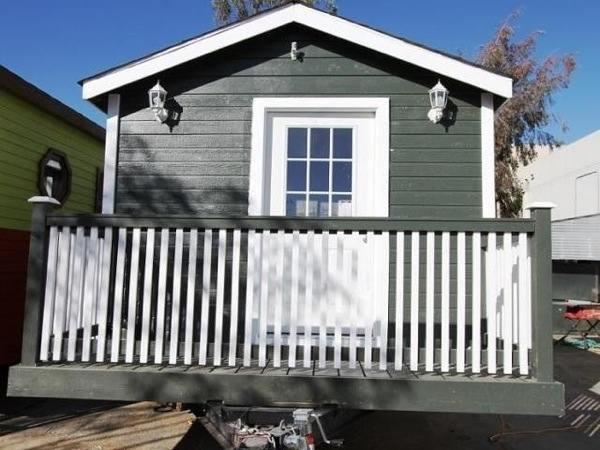 so-cal-200-sq-ft-tiny-cottage-for-sale-002