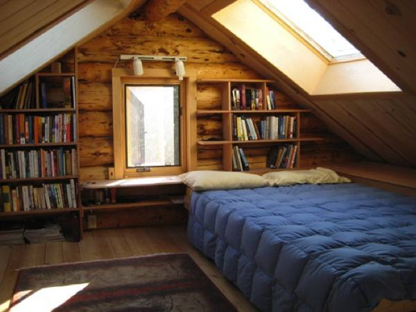 Folks living the simple life in tiny cabin in alaska for Cabin loft bedroom ideas