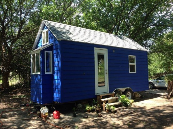 tiny blue house 001 600x450   Another DIY Tiny Home on Wheels: The Tiny Blue House