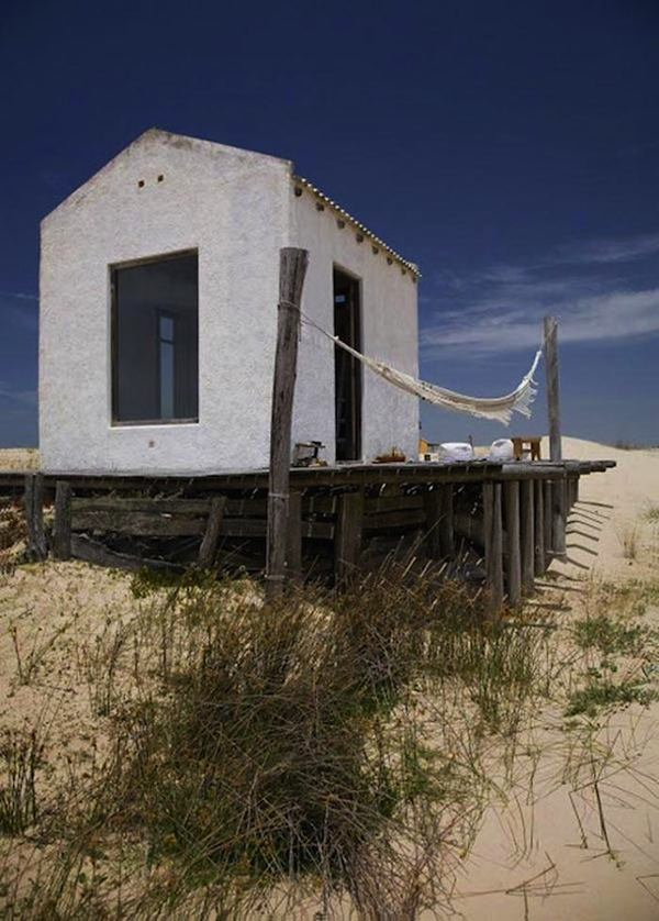 tiny house on the beach in uruguay 001   Off Grid Tiny House in Uruguay: Living Simply on the Beach