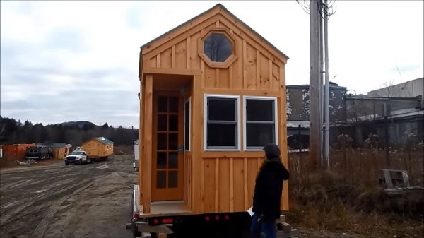 tiny-house-on-wheels-jamaica-cottage-shop-002