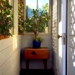 tiny-house-on-wheels-with-awesome-entrance
