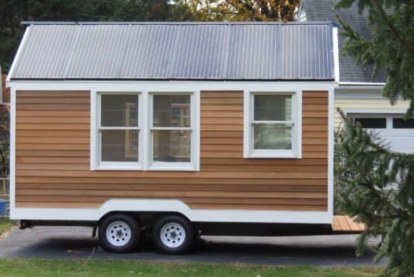 tiny house on wheels3 600x402   Solar Tiny House Doubles as Tri toon Houseboat