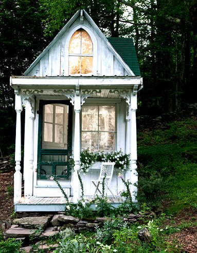 3 000 Victorian Style Tiny House Featured On Ny Times: cottage style tiny homes