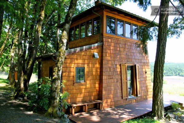 16 tiny houses cabins and cottages you can rent or for Modern house holiday lets