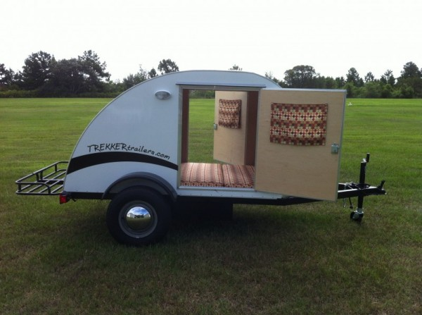 trekker-trailers-simple-sleeper-teardrop-camper-01