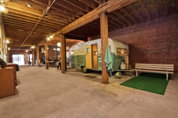 vintage-trailer-in-6000sf-warehouse-loft-in-downtown-la-001