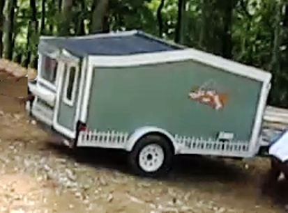 woman-builds-micro-cabin-on-wheels-to-break-free-0010
