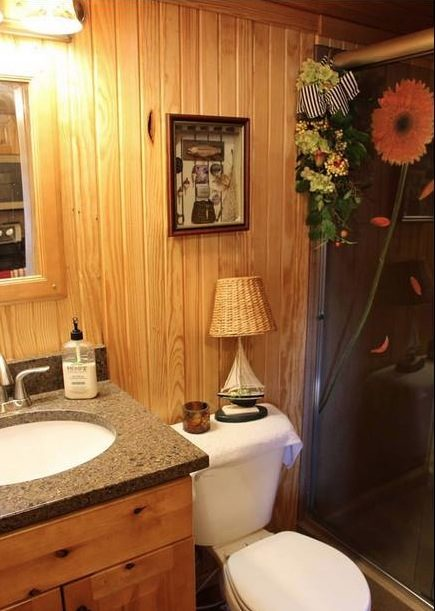 womans-300-sq-ft-tiny-cabin-in-southern-indiana-006