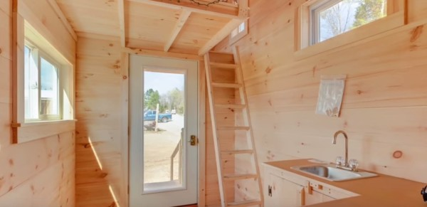 128 Sq. Ft. Vermont Tiny House by Jamaica Cottage Shop