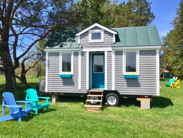 18ft Tiny Cottage on Wheels For Sale For $35k in Maine