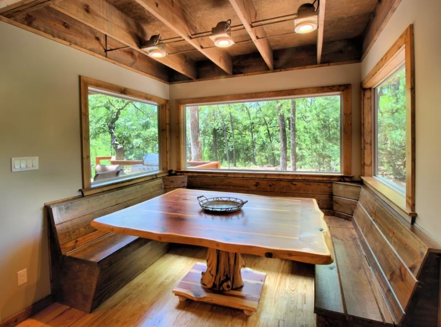 1500-sq-ft Cabin with Tiny House Style via VRBO 006