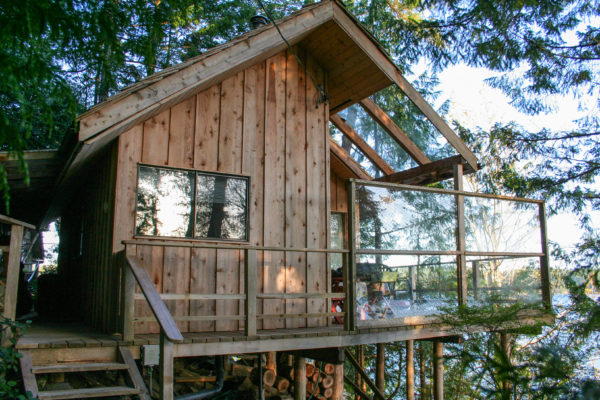 16-x-20-foot-waters-edge-cabin-on-cortes-island-british-columbia-canada-1