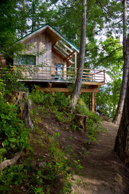 16-x-20-foot-waters-edge-cabin-on-cortes-island-british-columbia-canada-2