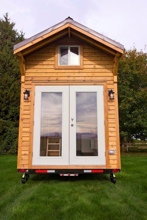 160-sq-ft-tiny-house-on-wheels-by-tiny-living-homes-0004