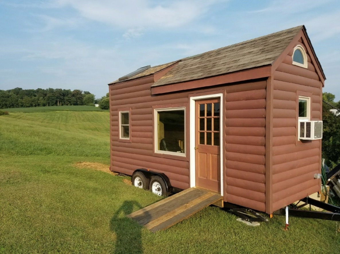 Mini Houses On Wheels: 18ft Log Cabin Style Tiny House On Wheels