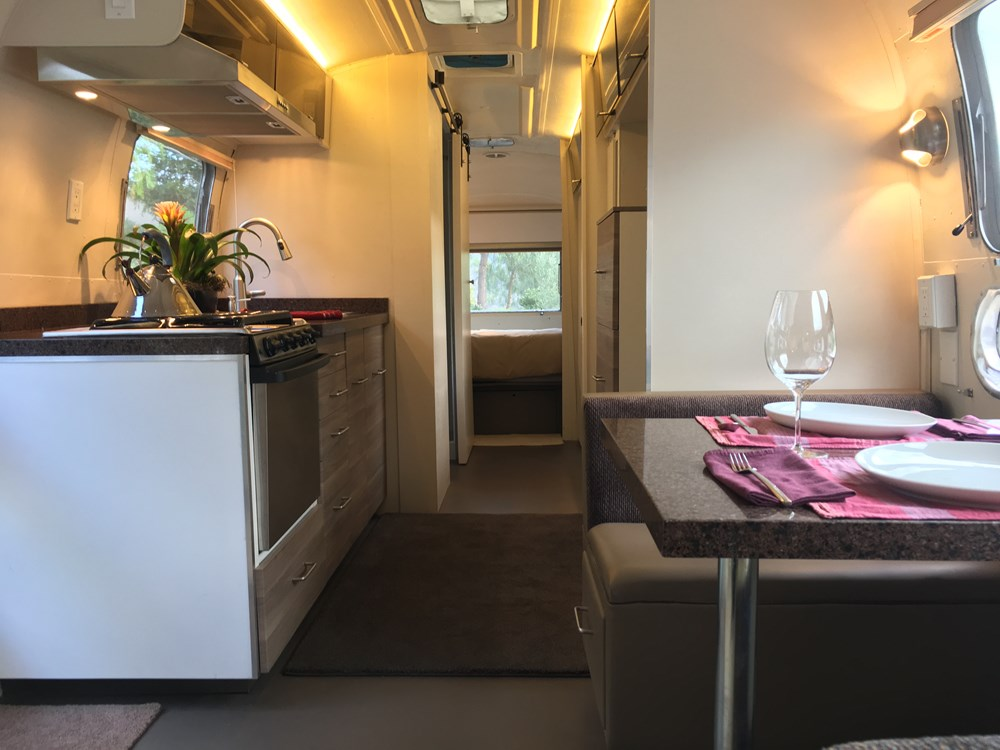 1969 Airstream Sovereign 31ft Land Yacht Travel Trailer For Sale 008