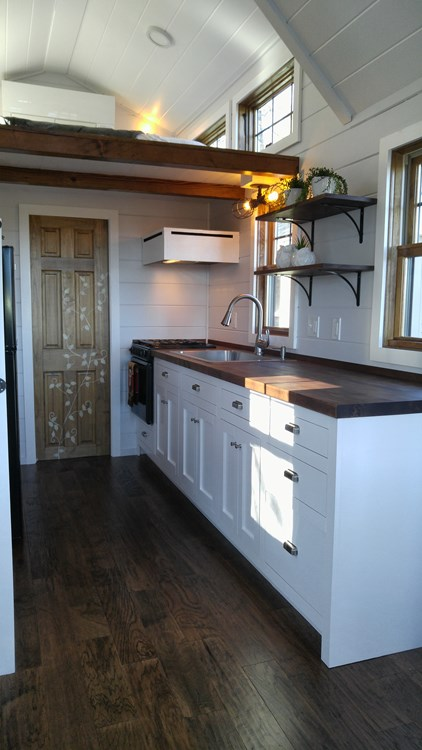 20-Foot Farmhouse-Style Tiny House