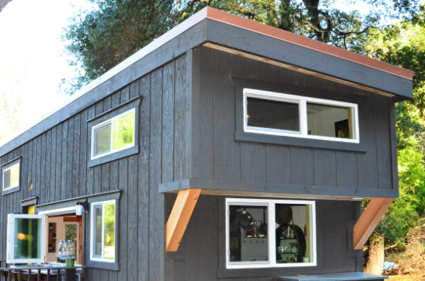 224-sq-ft-tiny-house-on-wheels-02