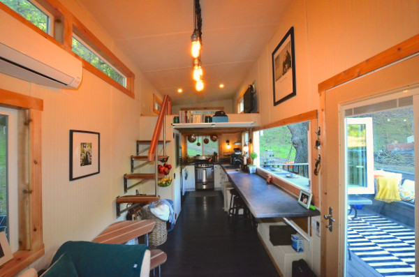 224-sq-ft-tiny-house-on-wheels-07