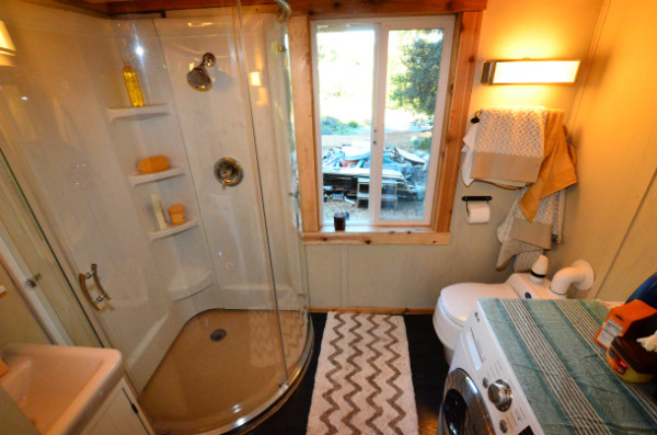 224-sq-ft-tiny-house-on-wheels-13