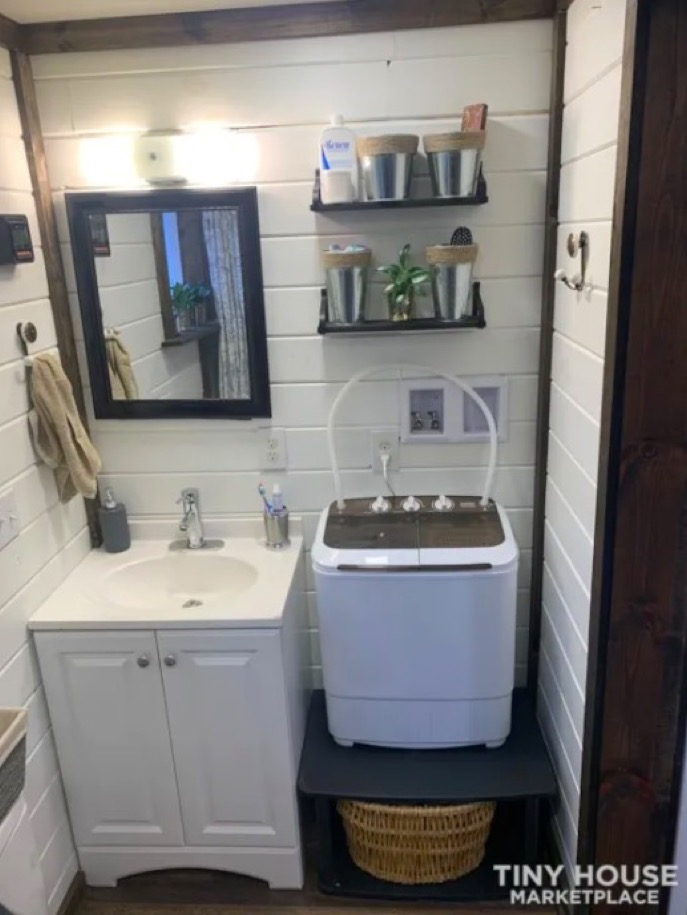 25k Shipping Container Tiny House For Sale in Central Illinois 008