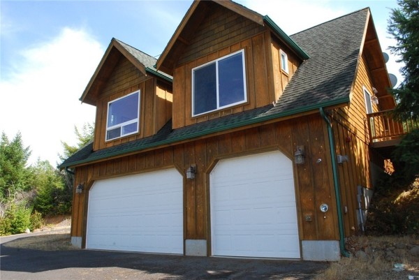 3-Car Garage Cabin For sale 009