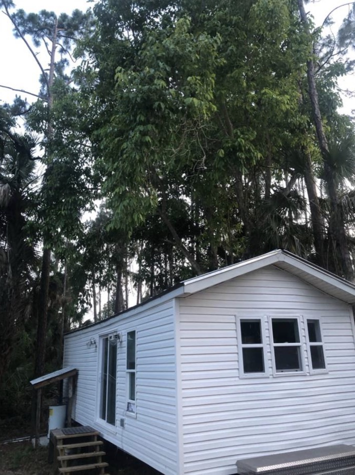 33-ft Park Model Tiny House Remodel via Fort Myers Craigslist 001