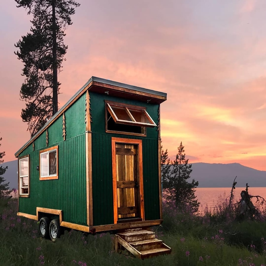 18-Foot-Long Northwest Mountaineer by Tiny Smart House