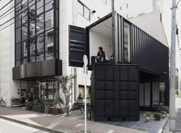 387-sq-ft-modern-stacked-shipping-containers-001