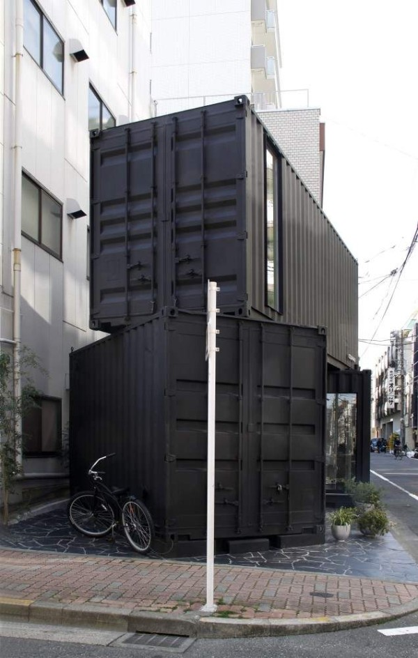 387-sq-ft-modern-stacked-shipping-containers-004