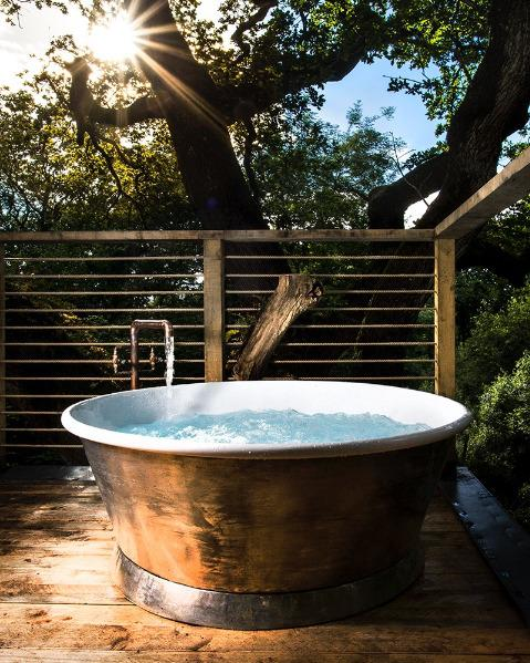 Woodman's Treehouse with Awesome Copper Tub!