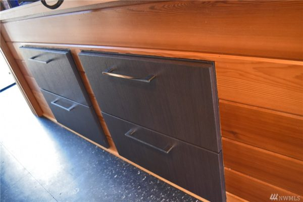 400 Sq Ft Its About Time Houseboat in Seattle 0020