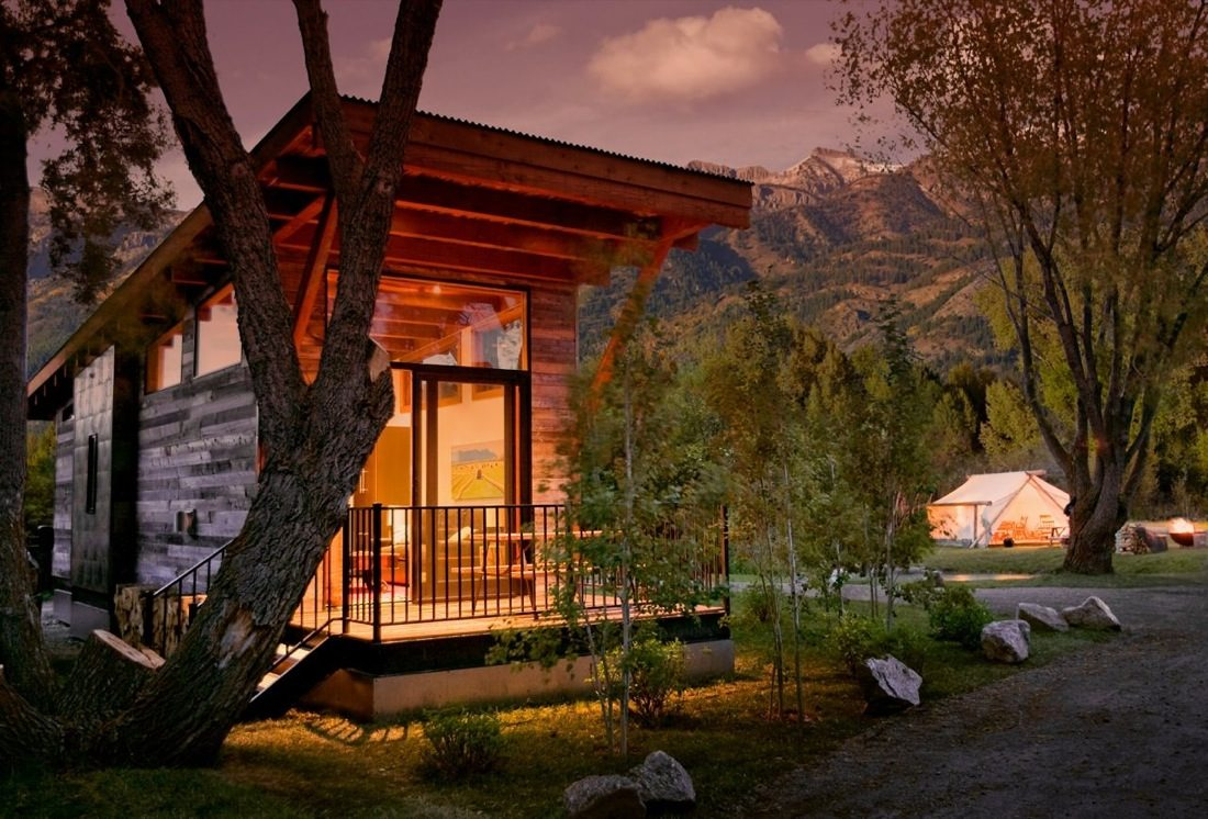 the wedge 400 sq ft cabin by wheelhaus. Black Bedroom Furniture Sets. Home Design Ideas