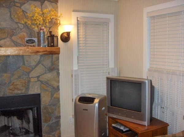 400-sq-ft-tiny-cottage-for-sale-in-newland-nc-009