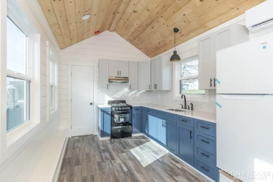 400-sq.-ft. Luxury Tiny House For Sale by Clay Stevens via Tiny House Marketplace 002