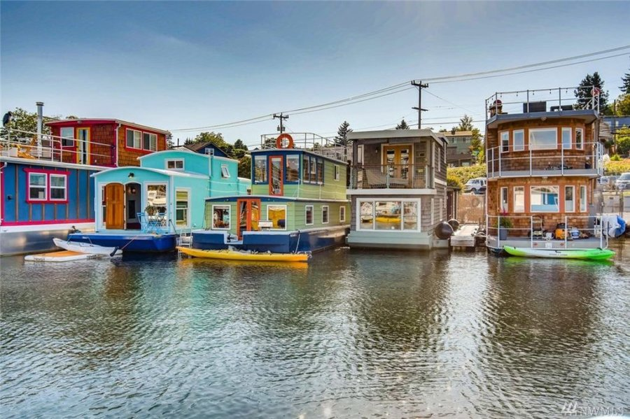 432-sq-ft Tiny Houseboat in Seattle via Realtor-com 003