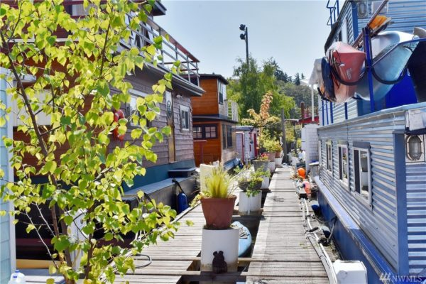 651 Sq Ft Houseboat in Seattle 002