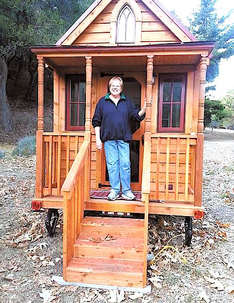 72-year-old Woman goes Tiny: Simple Retirement in a 166 Sq. Ft. Cabin
