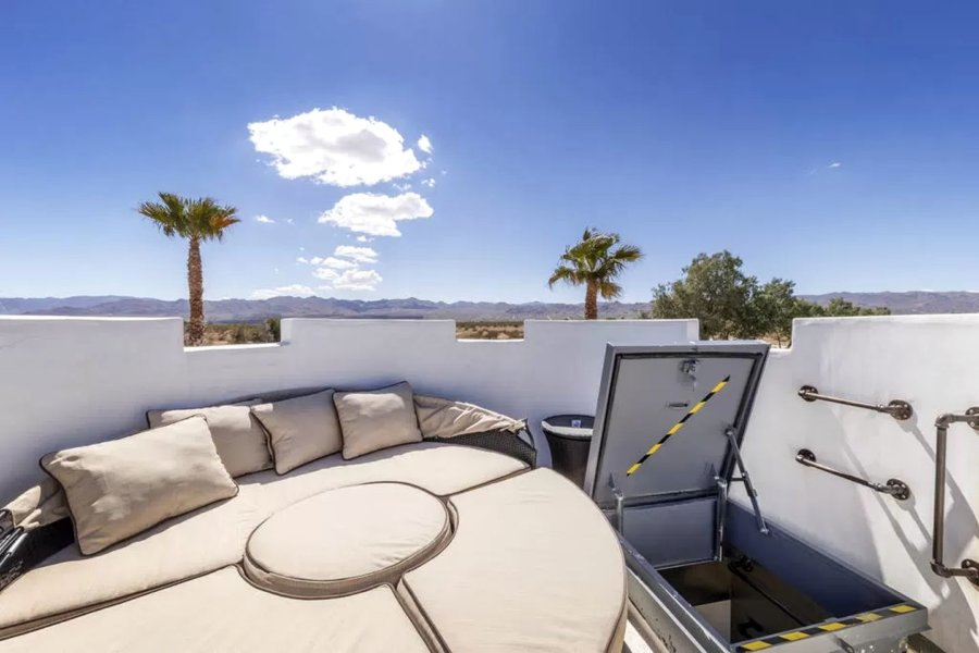 Joshua Tree Romantic Tower Retreat with Rooftop Terrace