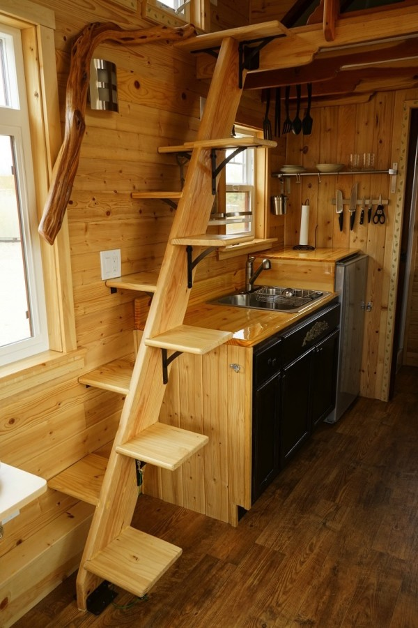 Aarons Craftsman Tiny Home on Wheels using Modified Dan Louche Plans 008