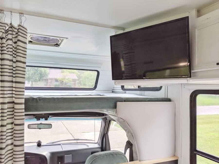 Adventure Awaits 94 Ford E-Class Motorhome Conversion 008